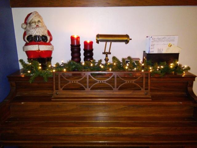 Santa on piano